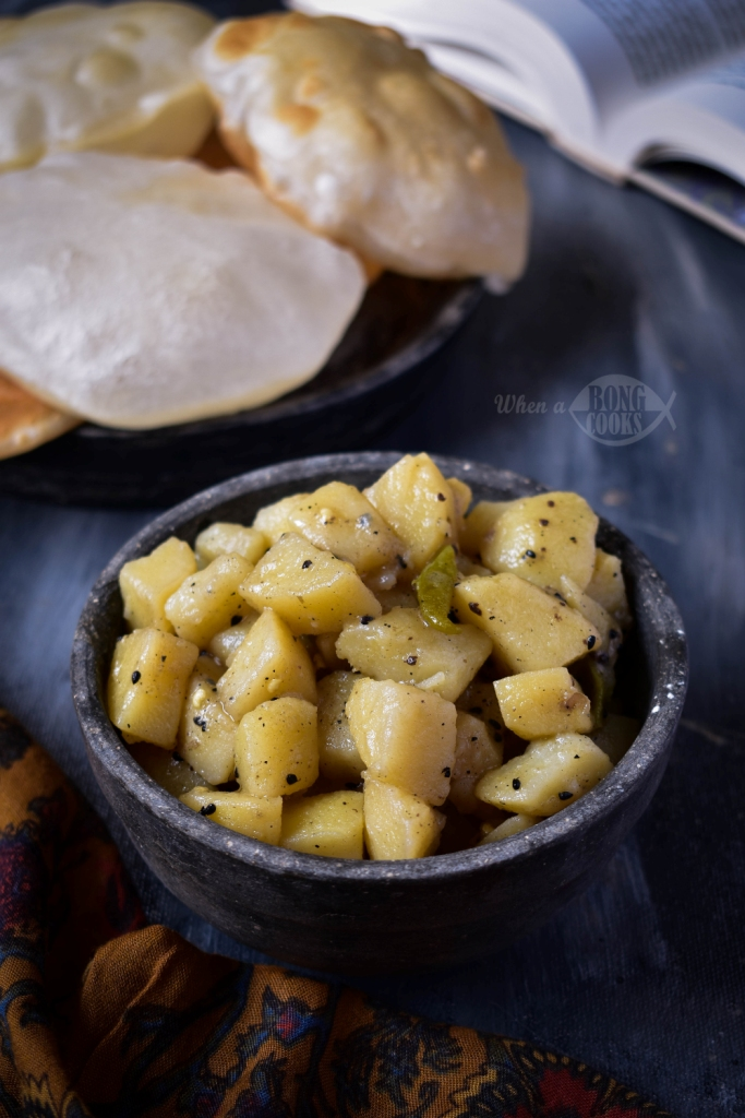 Sada Aloo Torkari (Bengali Style Potato Curry)